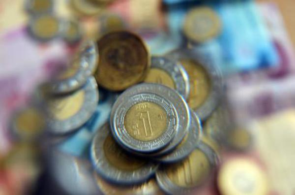 ¿Eres profesionista? Tu salario perdió 58 pesos en un año